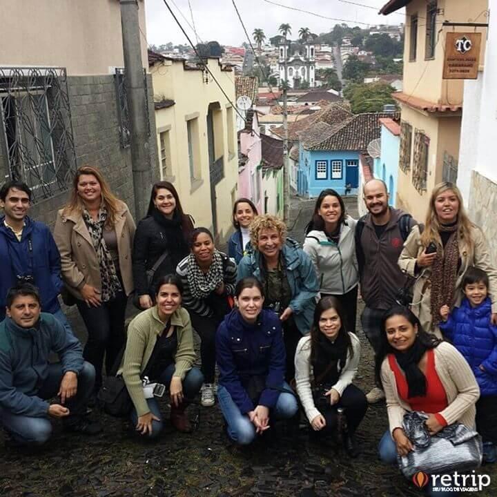 Pessoal percorendo as ruas de São João